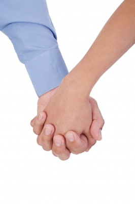 Holding-hands_ID-100116515